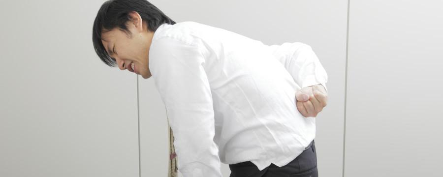腰が痛い男性